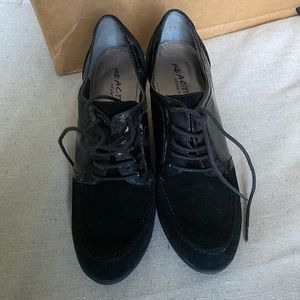 Kenneth Cole Low Black Booties, Size 9